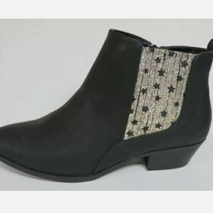 BIG GIRLS POINTED TOE ANKLE BOOTIES